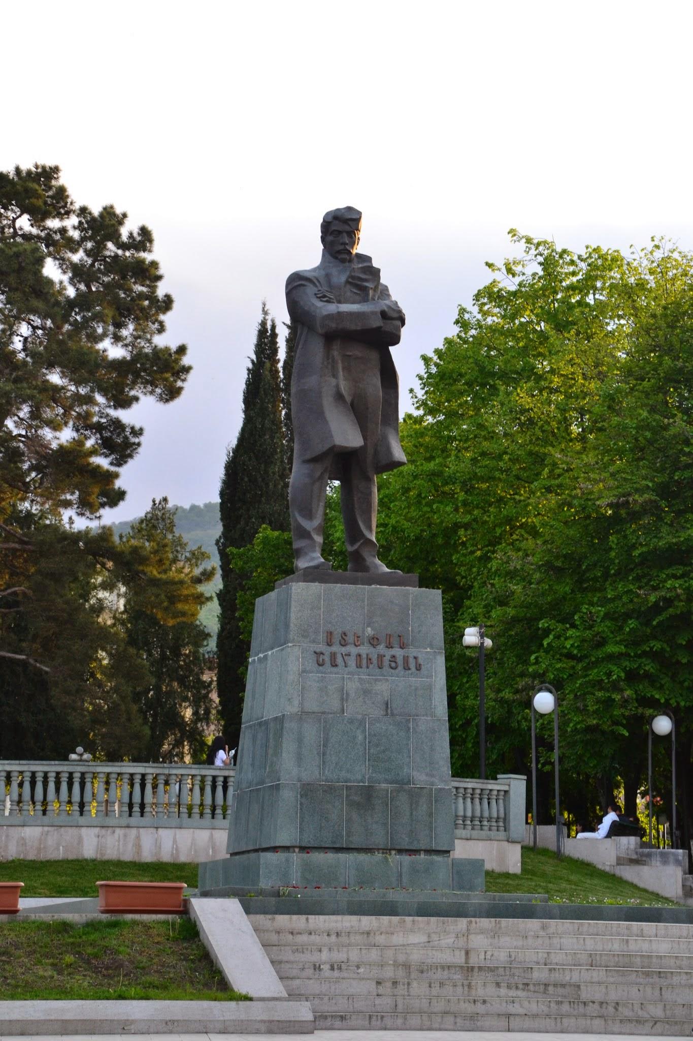 Pomnik w centrum Stepanakert